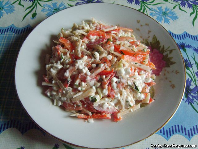 Salat ovoschnoj s zernenym tvorogom